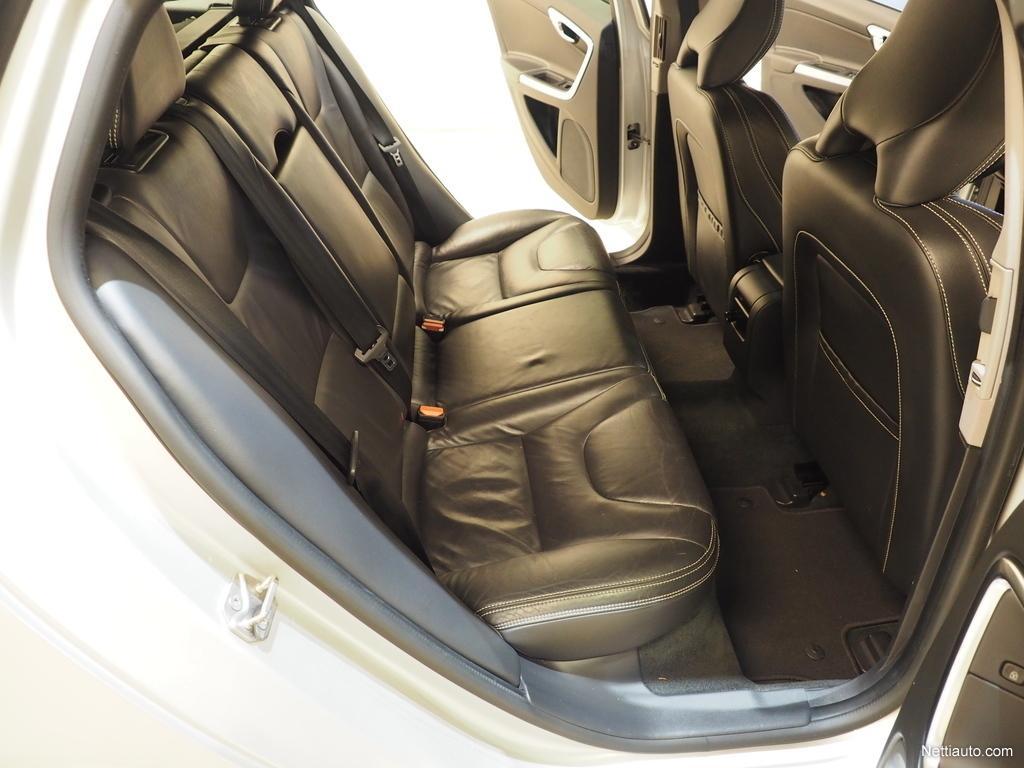 Volvo V60, Plug in hybrid D6 AWD SUMMUM AUTOMAATTI LADATTAVA HYBRIDI