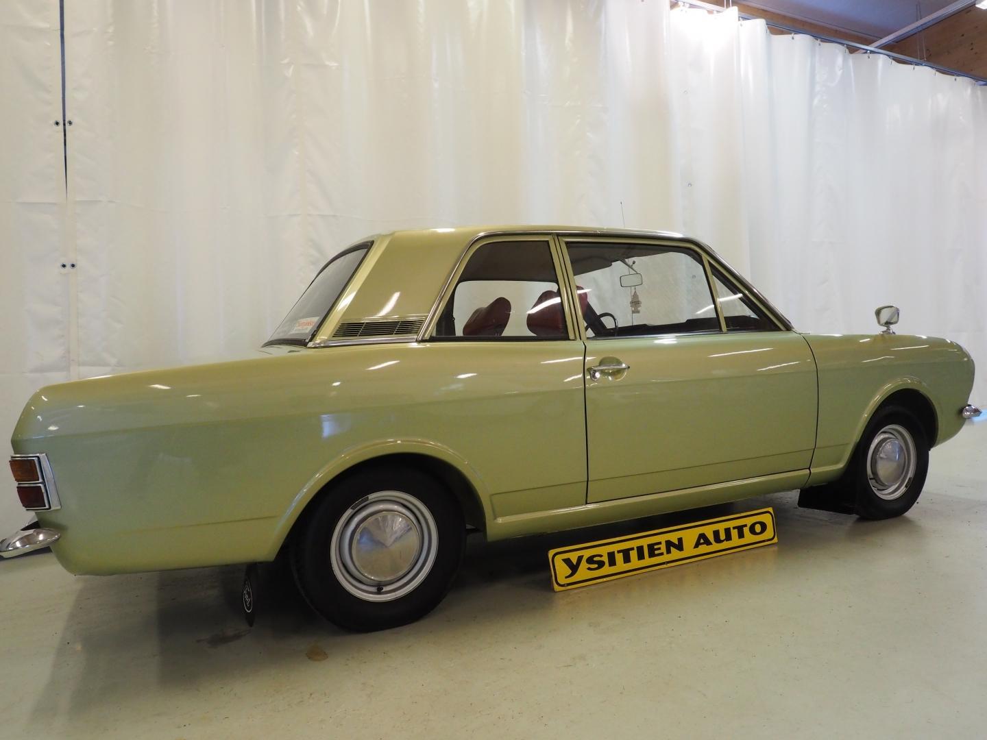 Ford Cortina, 1600 2D DeLuxe