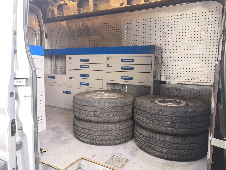 Ford Transit, L3H3 2.2TDCI 4X4 NELIVETO ILMASTOINTI TAVARATILA KALUSTETTU  SIS 24% ALV