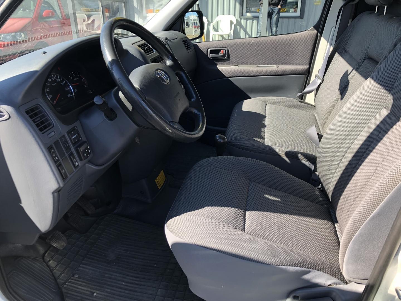 Toyota HIACE, 2.5 D-4D AJETTU VAIN 91TKM ILMASTOINTI WEBASTO HINTA SIS 24%ALV