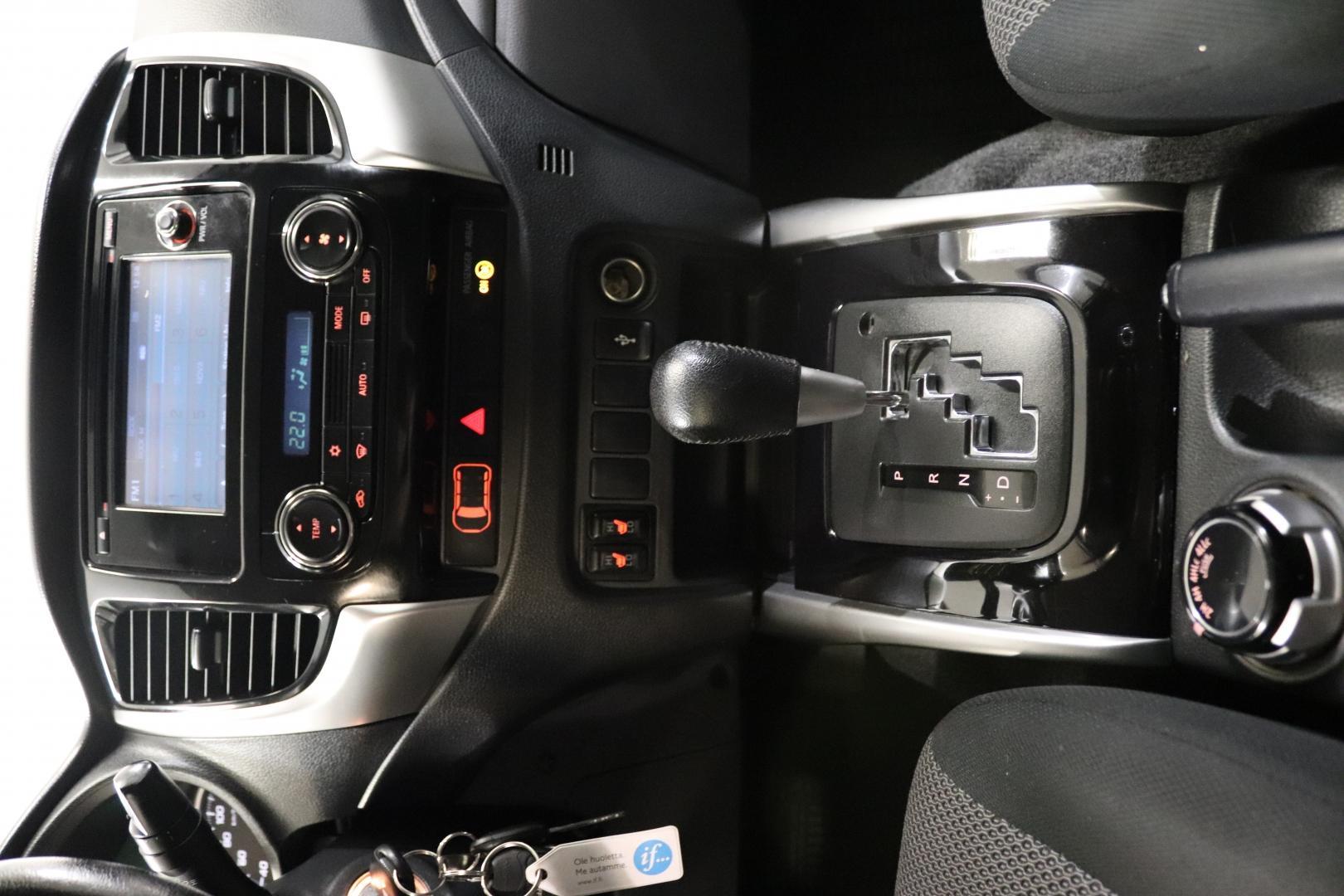 Mitsubishi L200, DOUBLE CAB 2.4 DI-D AUT VETOKOUKKU P-KAMERA WEBASTO SIS 24% ALV