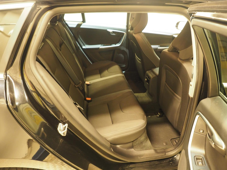 Volvo V60, 2.4 D6 PLUG IN HYBRIDI AWD Momentum